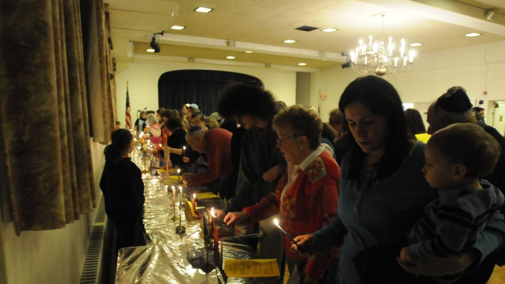 hc-menorah-lighting-20121212-010